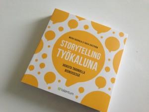 Mervi Rauhalan ja Tarja Vikströmin kirjoittama Storytelling työkaluna - vaikuta tarinoilla bisneksessä luotaa kattavasti ja elävästi tarinankerronnan käytön vaikuttamisen ja viestimisen välineenä.