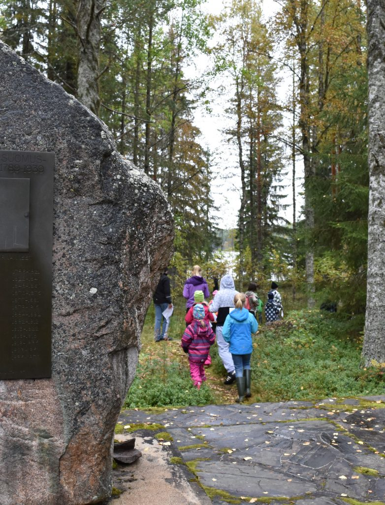 Karhulanvaaran koulun oppilaat etsivät Nallin aarretta